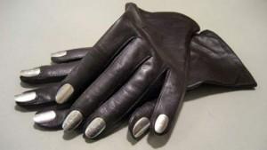 annasaradaavik-nail-gloves