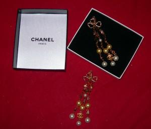 long-chanel-pearl-earrings1